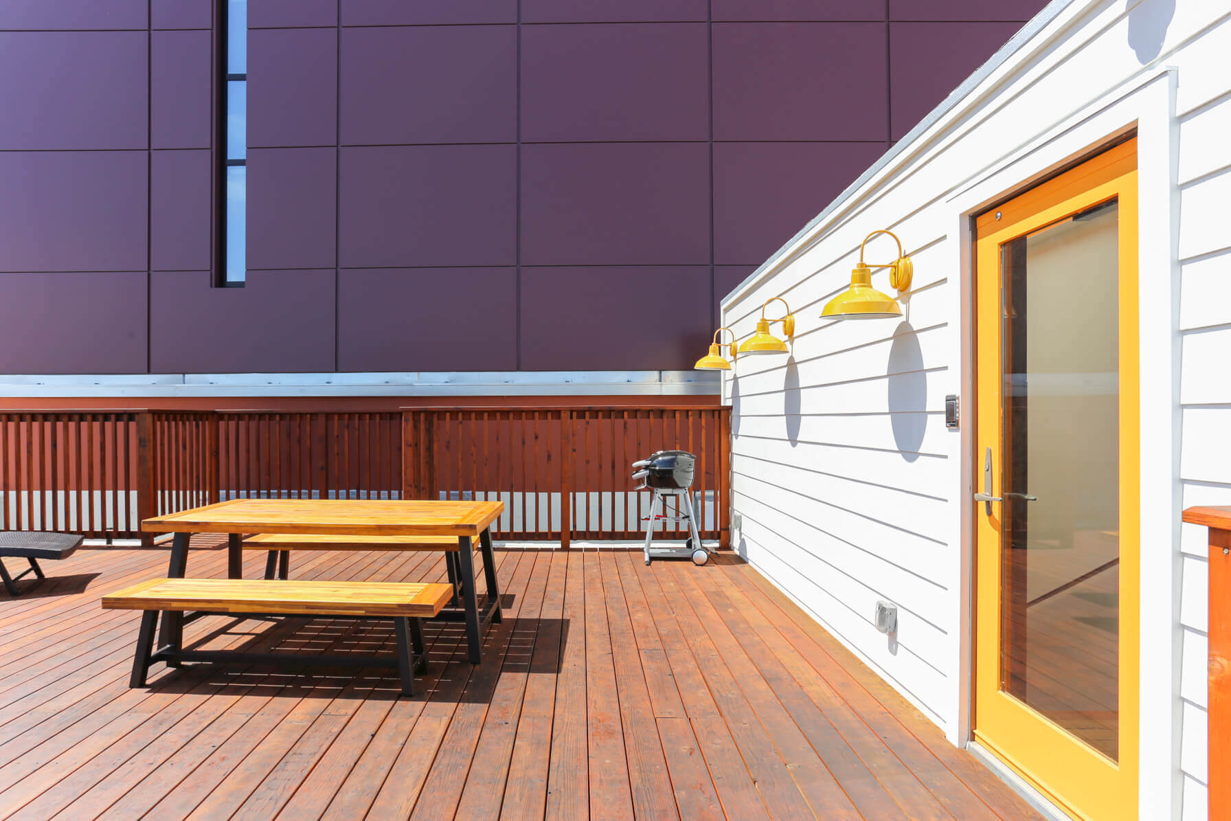 Common members love spending time on their rooftop at Common Minna in SoMa, San Francisco.