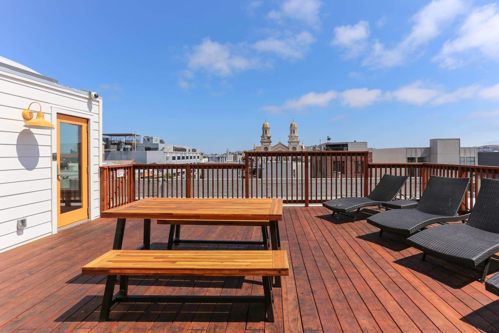 Common members love spending time on their roofdeck at Common Minna in SoMa, San Francisco.