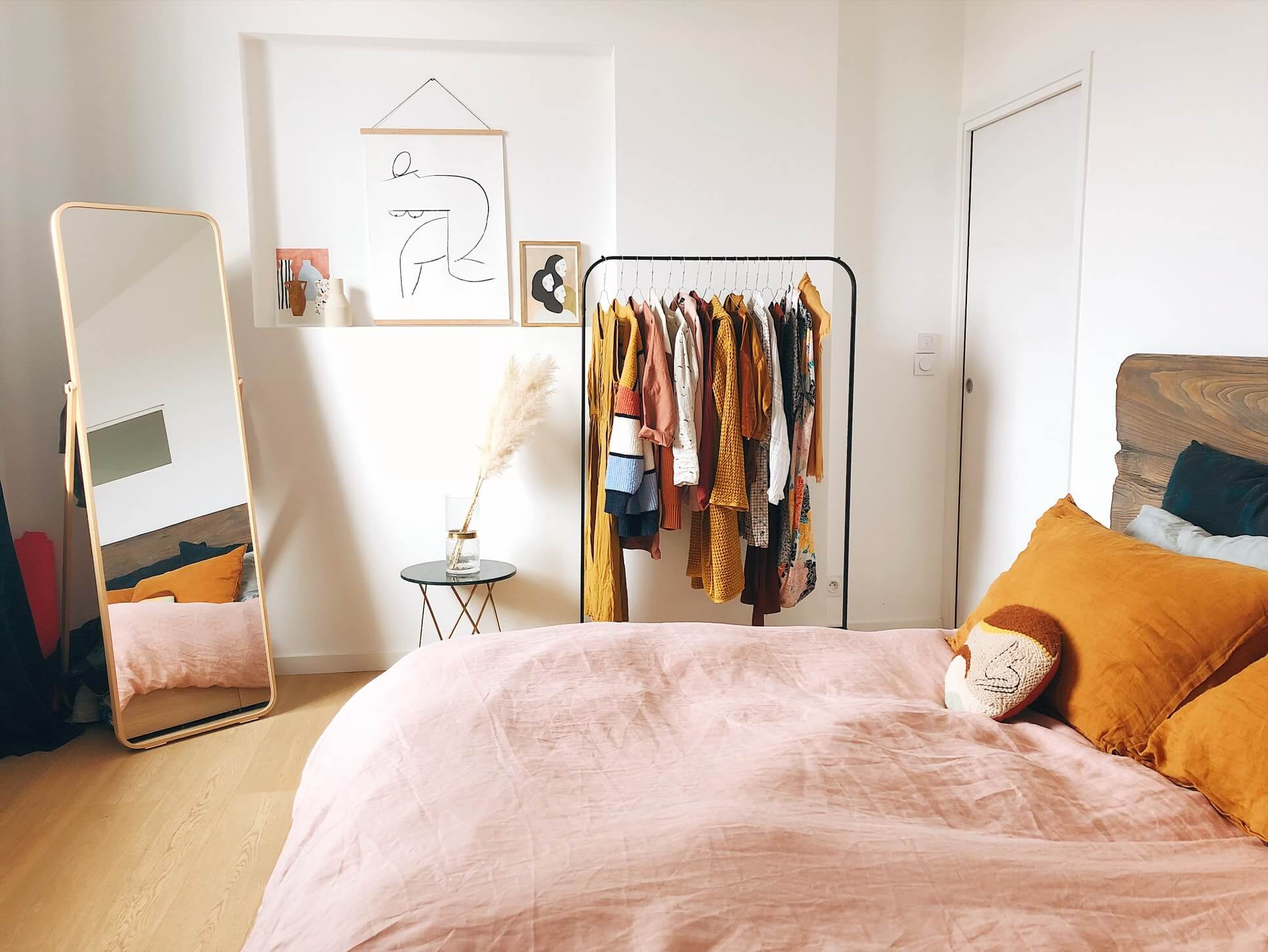 How To Maximize Closet Space In A Tiny Apartment Common Blog
